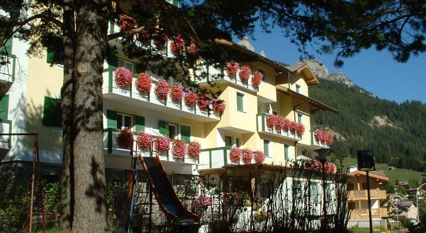 Hotel Montana (Pozza di Fassa) Val di Fassa